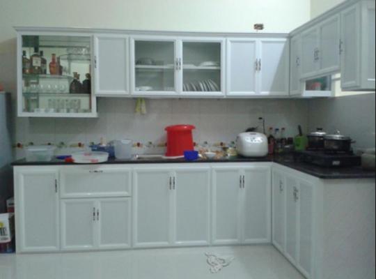 Mẫu tủ bếp nhôm kính giá tốt